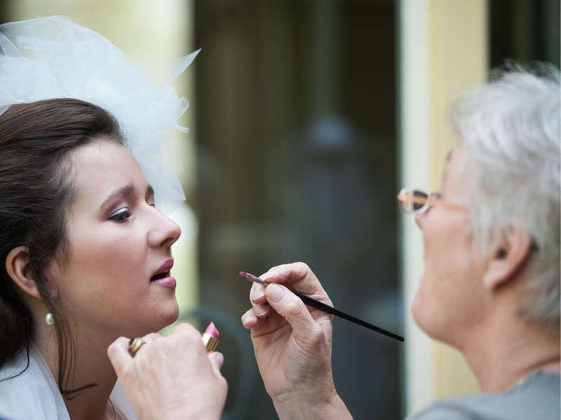 Finishing touches voor de bruidsmake-up