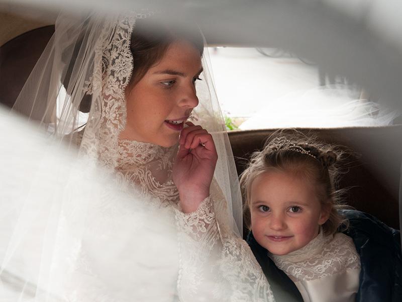 bruid en bruidsmeisje