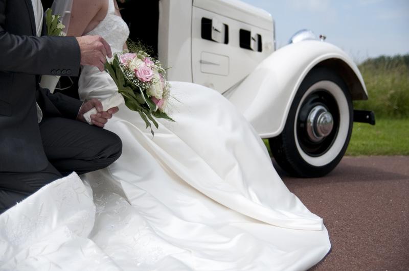 Bruidsreportage met trouwauto