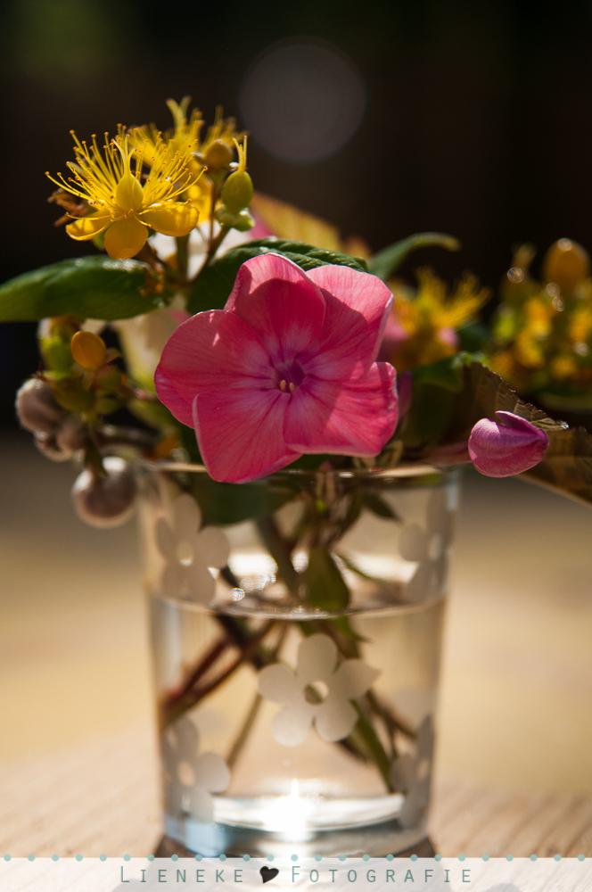 Decoratie klein bosje bloemen