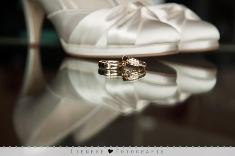 Bruidsschoenen en trouwringen
