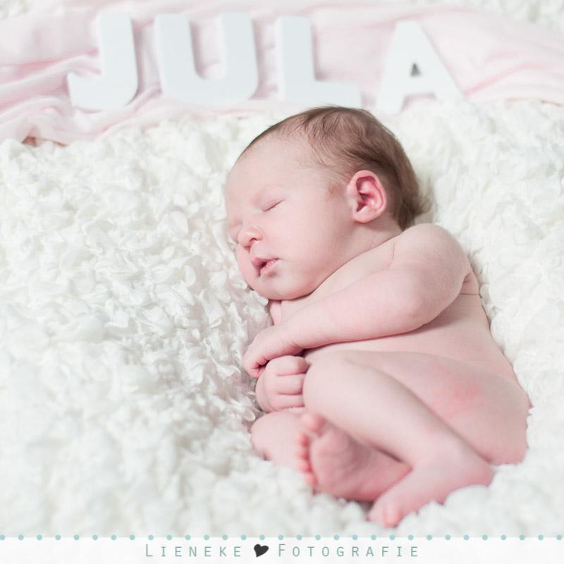 Newborn fotoshoot naam letters Jula
