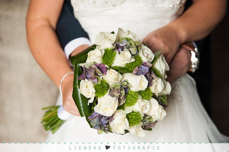 Bruidsboeket met rozen en hortensia's