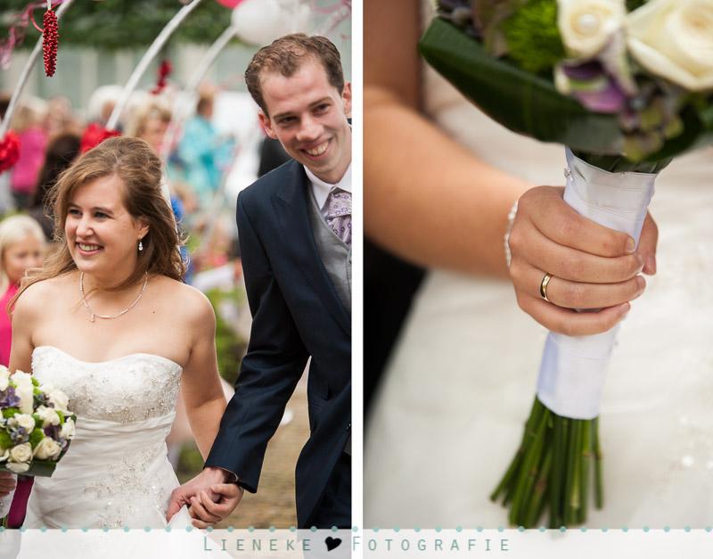 Erehaag bruidspaar bij kerk