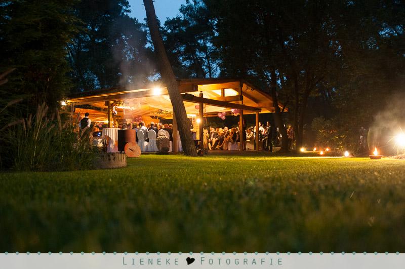 Bruidsfotografie Huwelijksvoltrekking in de tuin bij Natuurlijk Kloof Bergen op Zoom