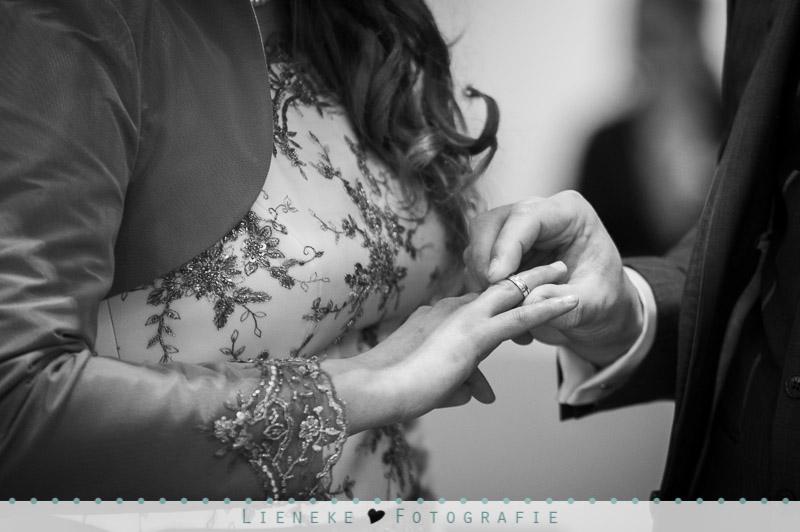 Bruidsfotografie ringen wisselen