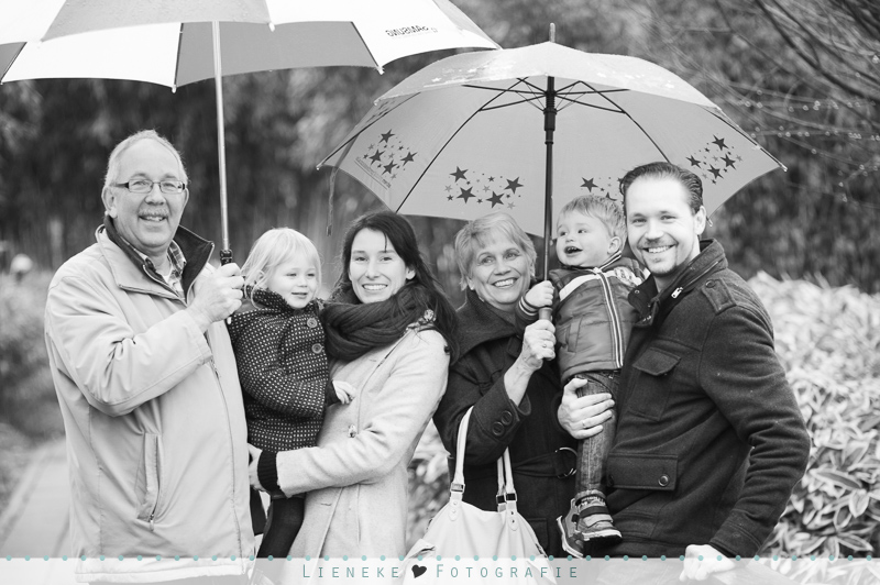familiefoto's in de regen
